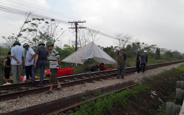 Băng qua đường sắt, người phụ nữ bị tàu hỏa tông tử vong tại chỗ