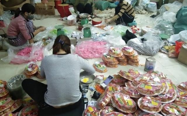 Hà Nội: Thu giữ hàng nghìn hộp bánh và mứt Tết không đảm bảo an toàn thực phẩm