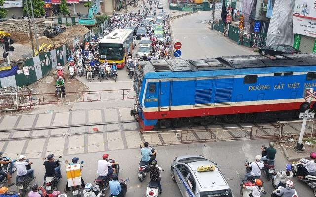 Thủ tướng Nguyễn Xuân Phúc yêu cầu trình phương án kinh phí bảo trì đường sắt