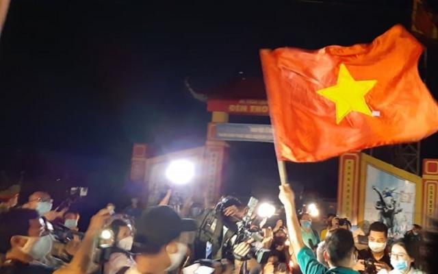 Video: Hàng nghìn người dân Hạ Lôi vui mừng trước khoảnh khắc dỡ bỏ cách ly y tế