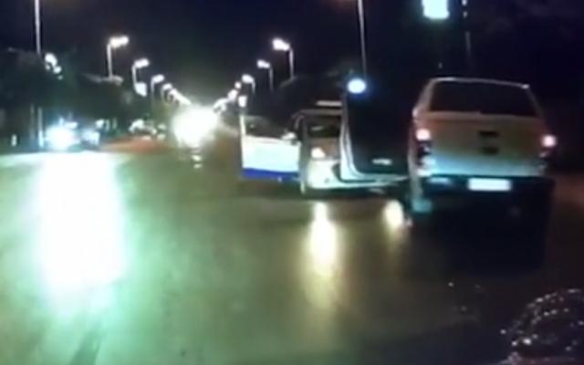 Video: Hiện trường vụ việc gã đàn ông dùng dao bầu tấn công tài xế taxi
