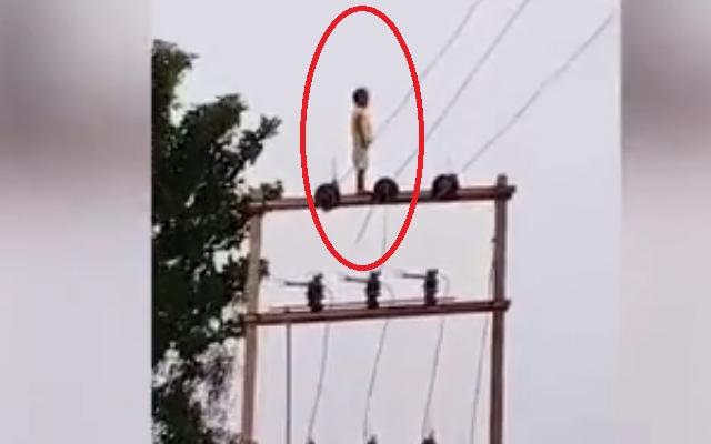 Clip: Bàng hoàng chứng kiến cảnh cậu bé hồn nhiên đứng trên đỉnh cột điện cao thế