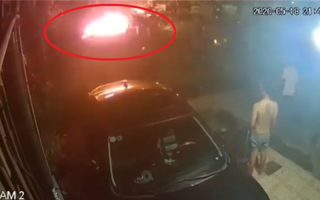 Clip: Kinh hoàng cảnh gã chồng ném bom xăng vào nhà vợ cũ khiến hai cháu bé bị bỏng nặng