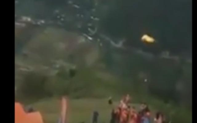 Video: Tận thấy cảnh nam phi công gặp nạn, rơi tự do trong lúc nhảy dù ở Yên Bái