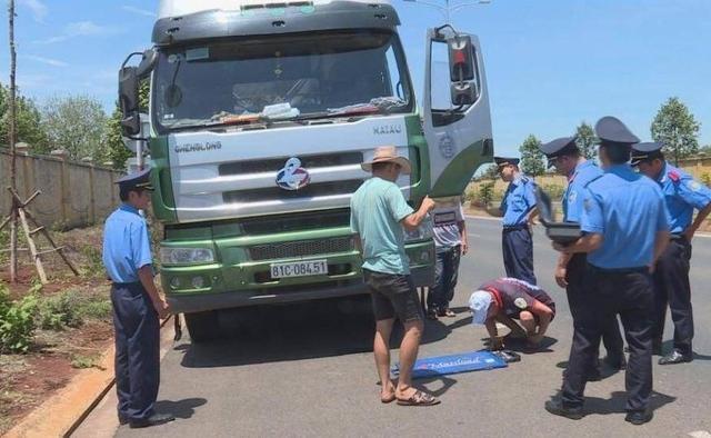 Đắk Lắk: Xử lý xe vi phạm, Thanh tra giao thông bị nhóm người lạ đến gây sự