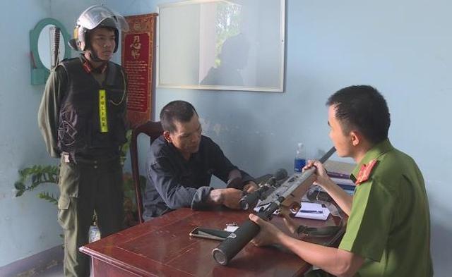 """Đắk Lắk: Bắt giữ kẻ nghiện ma túy, vác súng hơi đi """"dạo"""""""