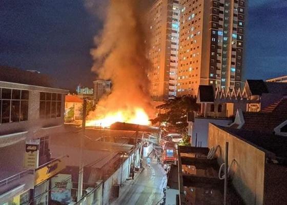 Cháy lớn ở xưởng gỗ tại TP Vũng Tàu gây thiệt hại hàng chục tỷ đồng