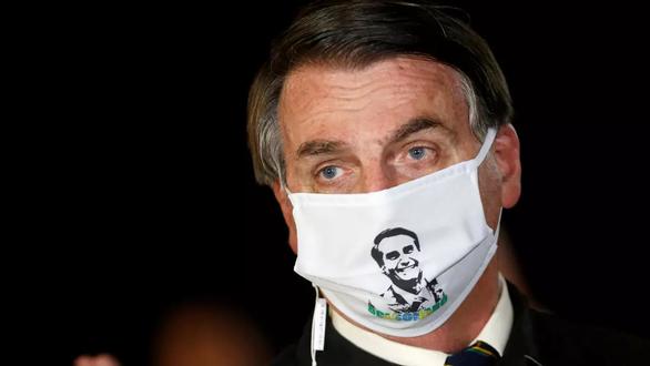 Tổng thống Brazil nghi nhiễm COVID-19