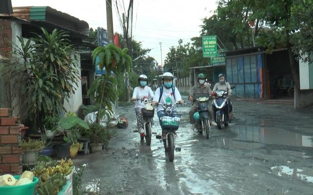 """Người dân TP Biên Hoà khốn khổ với con đường """"nắng thì bụi, mưa thì ngập"""""""