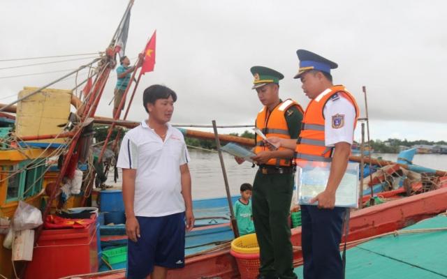 Cà Mau: Hải đoàn 42 đồng hành với ngư dân huyện Ngọc Hiển