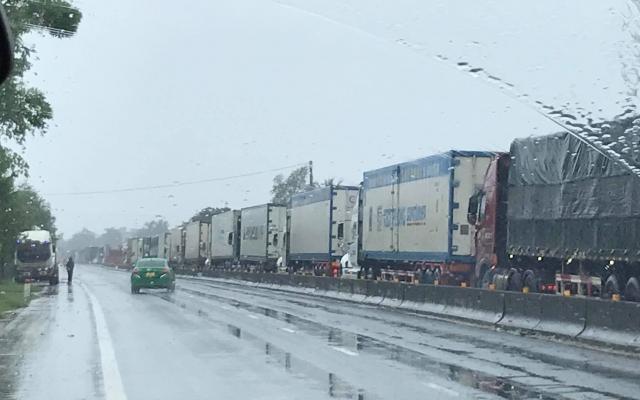 """Hà Tĩnh: Tắc đường kéo dài, hàng nghìn chiếc xe """"chôn chân"""" tại QL1A"""
