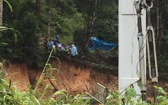 Lâm Đồng: Huy động lực lượng tìm kiếm 2 nữ du khách bị lũ cuốn trôi