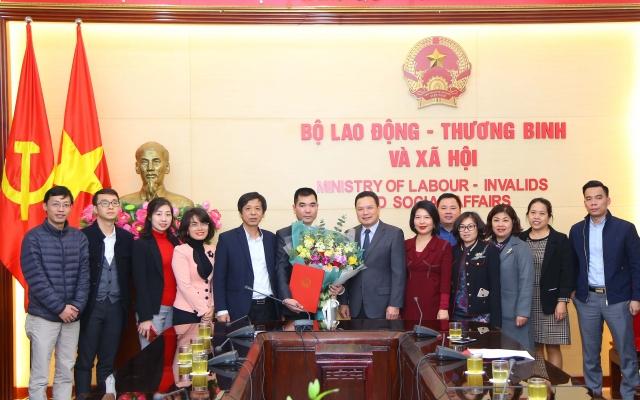 Bộ Lao động Thương binh và Xã hội công bố và trao Quyết định về công tác cán bộ