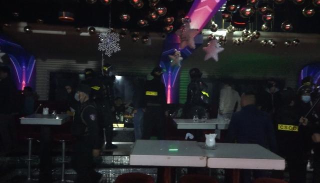 """""""Đột kích"""" quán bar trung tâm Đà Lạt, phát hiện nhiều thanh niên dương tính với ma túy"""