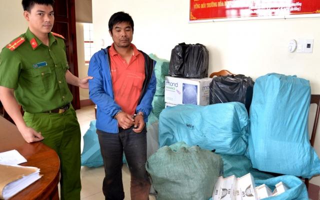 Gia Lai: Bắt đối tượng vận chuyển 9.000 gói thuốc lá lậu