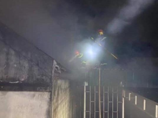 Nghệ An: Mẹ đi vắng, nghịch tử châm lửa đốt nhà trong đêm