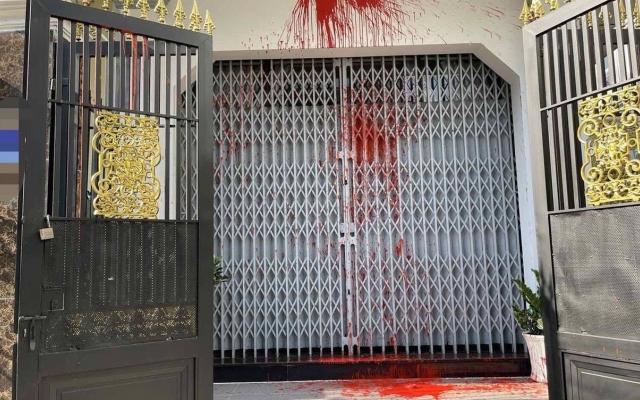 TP. Hồ Chí Minh: Một gia đình bị 'khủng bố' bằng sơn