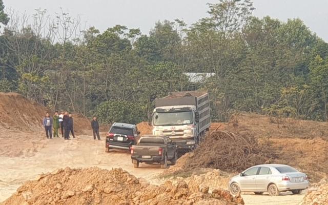 Vĩnh Phúc: Bắt và thu giữ phương tiện múc đất trái phép tại khu vực Công ty Vitto