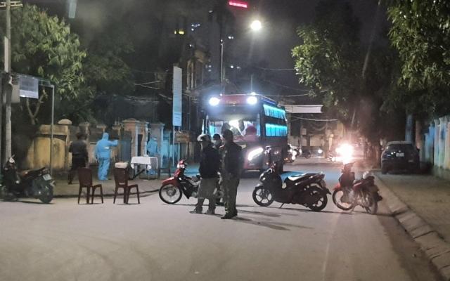 Phong tỏa xe khách chở sinh viên từ Hà Nội về, cách ly ngay trong đêm
