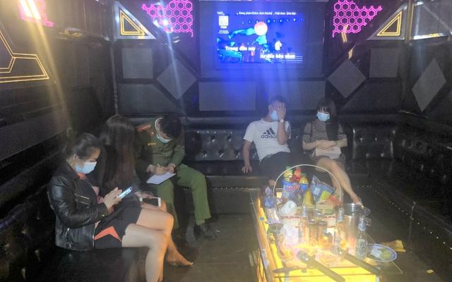 Ninh Bình: Bất chấp lệnh cấm, vẫn mở cửa cho 27 khách hát karaoke trong phòng