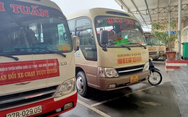 """Bị xe dù """"cướp"""" khách, hàng loạt nhà xe ở Nghệ An treo bãi bến, treo băng phản đối"""