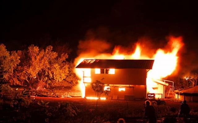 Tiết lộ lý do con dâu sinh năm 2000 đổ thuốc độc xuống giếng, phóng hoả đốt nhà bố chồng