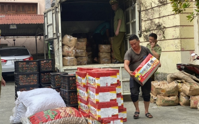 Quản lý thị trường Hà Giang bắt giữ gần 500 kg lương thực, thực phẩm nhập lậu