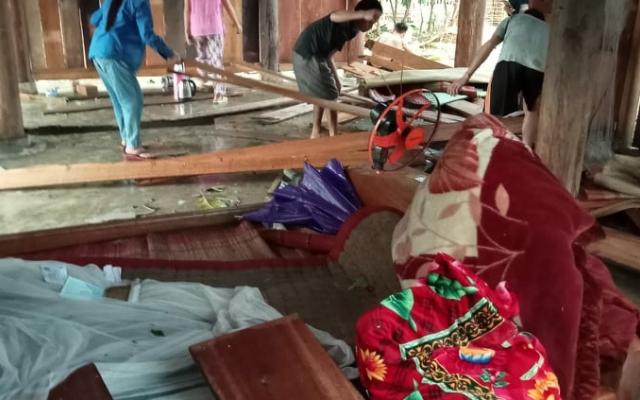 Mưa đá, lốc xoáy tàn phá xã miền núi Nghệ An gây thiệt hại nặng nề