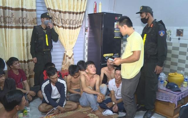 Đắk Lắk: Tạm giữ 21 đối tượng tham gia đánh bạc