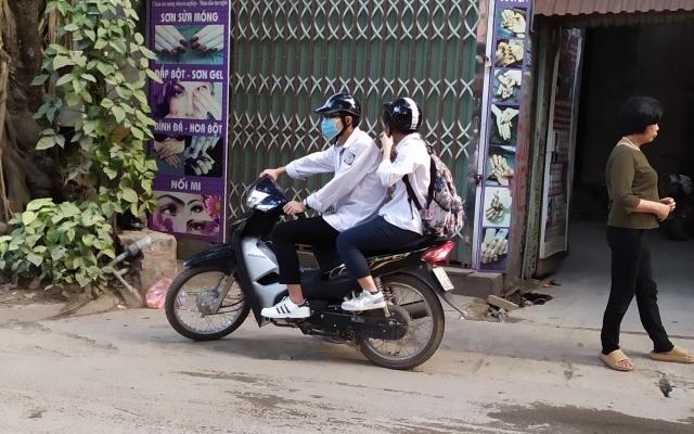 Báo động tình trạng học sinh điều khiển mô tô xe máy, xe đạp điện không tuân thủ Luật Giao thông
