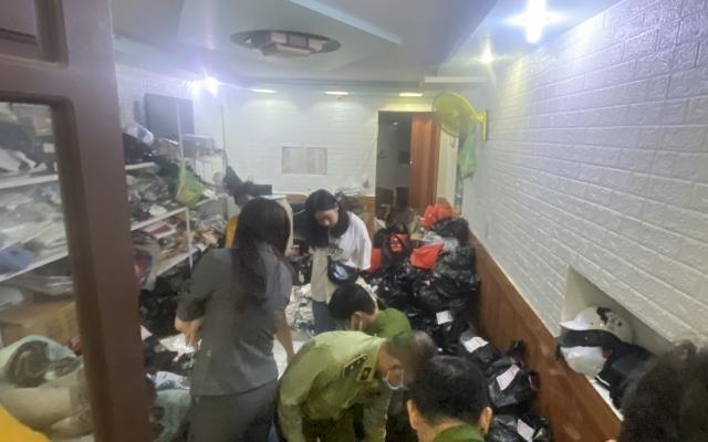 Quản lý thị trường Hải Phòng thu giữ nhiều mặt hàng quần áo, đồ gia dụng không rõ nguồn gốc