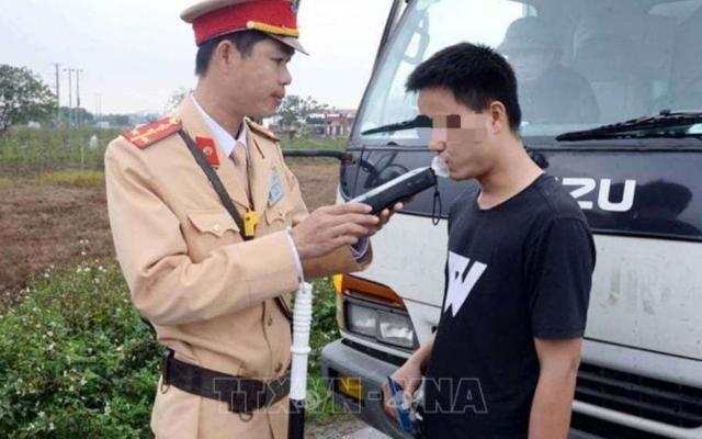 Hưng Yên: Dương tính với ma túy, tài xế xe ô tô bị phạt 35.000.000 đồng