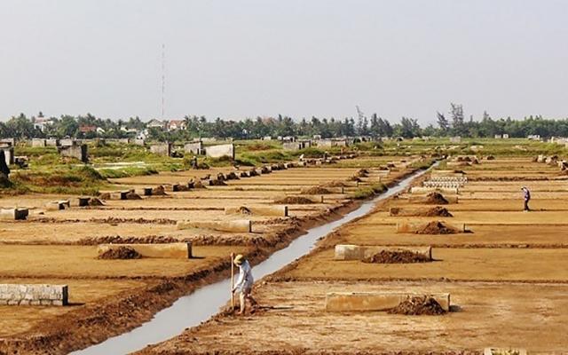 """Dân tố cáo, """"tòi"""" sai phạm của HTX nghề muối ở huyện Diễn Châu"""