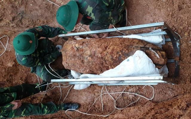 Di dời, hủy nổ thành công quả bom 340kg