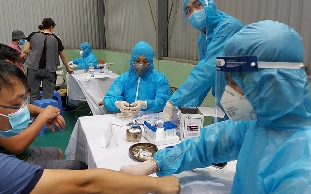 Quảng Ninh: Cán bộ, công chức, viên chức di chuyển khỏi tỉnh khi về phải thực hiện lấy mẫu xét nghiệm Covid-19