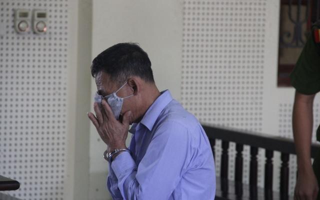 """Giúp chuyển """"hàng cấm"""" để lấy 500.000 đồng tiền công, người đàn ông bật khóc khi lĩnh bản án 15 năm tù"""