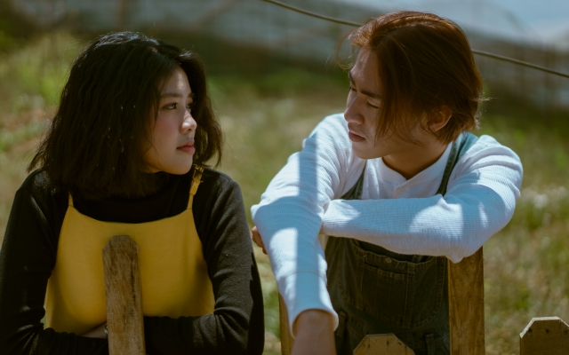 """Changg hóa """"đóa hướng dương"""", xinh đẹp trong MV debut"""