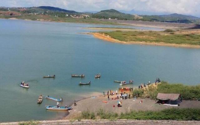 Lâm Đồng: Chìm tàu khai thác cát ở hồ thủy điện, 1 người mất tích