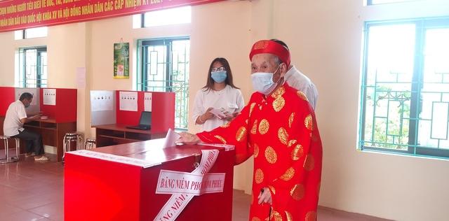 Những cử tri đặc biệt trong ngày hội bầu cử của cả nước