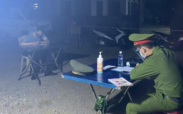 Lội ruộng vượt chốt kiểm soát Covid-19 tại Hà Tĩnh