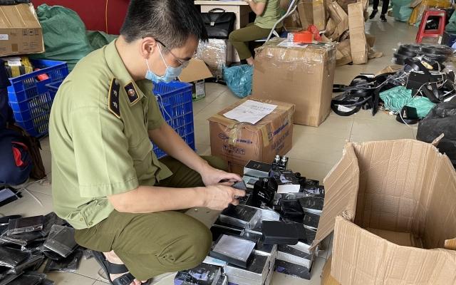 Hơn 2.000 sản phẩm giả mạo nhãn hiệu nổi tiếng bị thu giữ tại Hà Nội