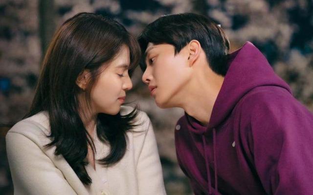 """""""Tiểu tam"""" Han So Hee rơi vào """"lưới tình"""" của """"mỹ nam đẹp hơn hoa"""" Song Kang"""