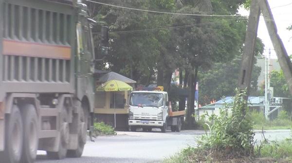 Đường xuống cấp, ô nhiễm môi trường nghiêm trọng vì xe quá tải