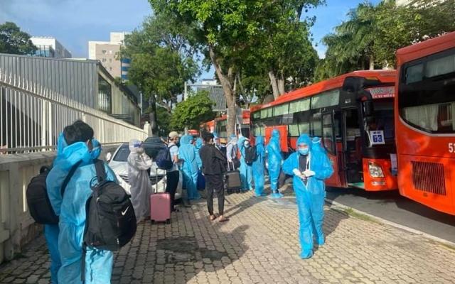 Cán bộ, công nhân viên tỉnh Vĩnh Long đóng góp 2-10 ngày lương giúp đỡ người lao động xa quê
