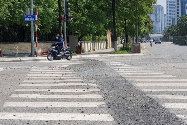 Hà Nội: Nhiều tuyến đường nham nhở do hoàn trả ẩu