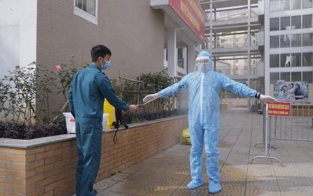 Bộ Y tế: Cơ sở y tế không phun khử khuẩn lên nhân viên y tế, người bệnh