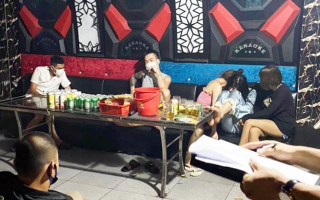 Phú Thọ: Phát hiện 6 đôi nam nữ tụ tập hát karaoke Ruby68 giữa mùa dịch