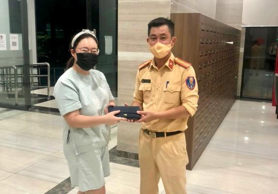 Hà Nội: Cảnh sát Giao thông gây ấn tượng tốt đẹp với bạn bè quốc tế