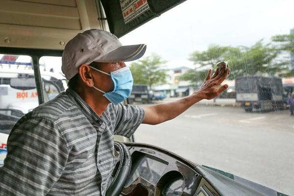 Hàng nghìn xe khách ở Đà Nẵng vẫn phủ bạt nằm chờ