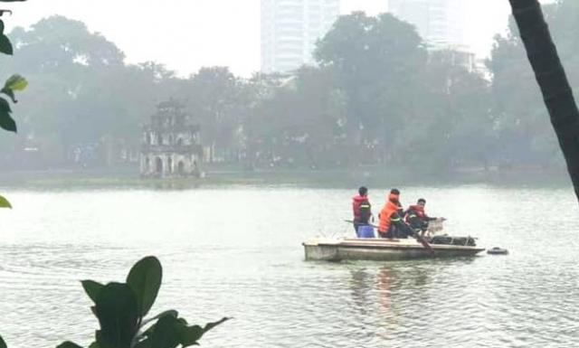 Nam thanh niên tử vong khi bơi ra giữa hồ Hoàn Kiếm